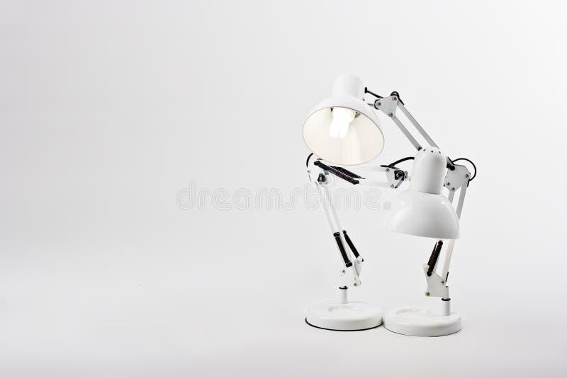 Duas lâmpadas de mesa em um pose fotos de stock