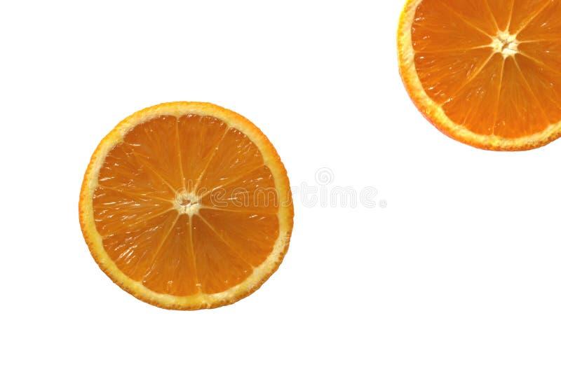 Duas laranjas saudáveis cortadas dentro parcialmente fotografia de stock