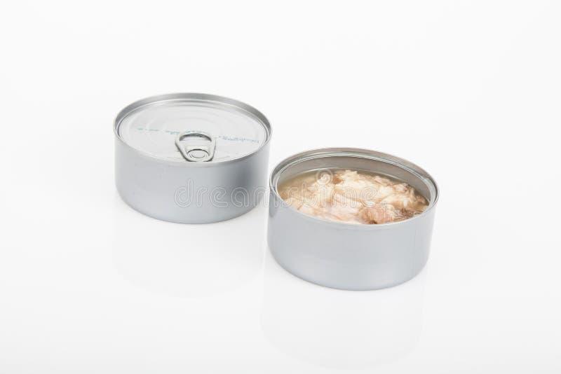 Duas latas do atum um aberto no fundo branco imagens de stock