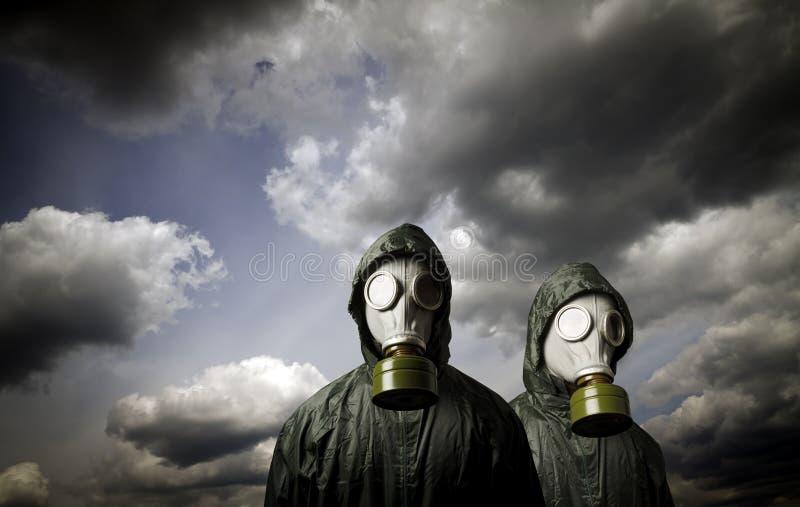 Duas máscaras de gás Tema da sobrevivência fotos de stock