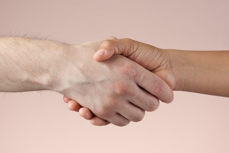 Duas mãos que agitam-se close up imagem de stock
