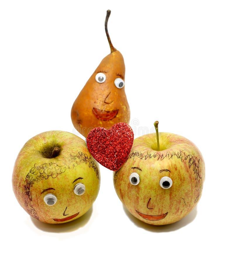 Duas maçãs grandes com um coração vermelho e uma PERA imagens de stock royalty free