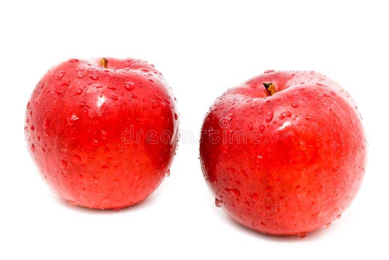 Download Duas Maçãs Vermelhas Estão Nas Gotas Da água Imagem de Stock - Imagem de refreshment, água: 12800299