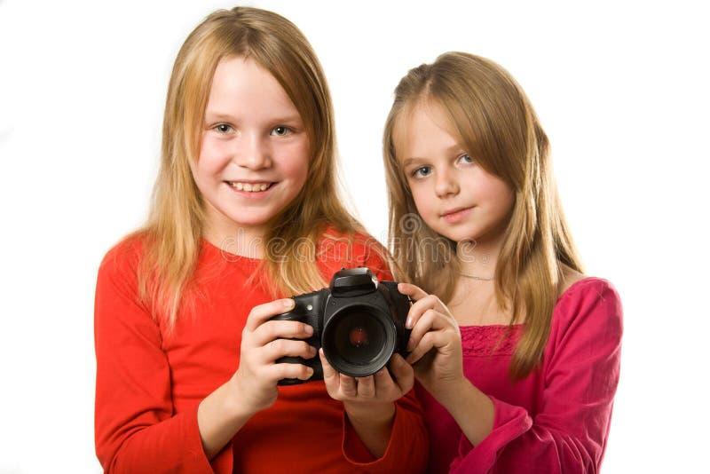 Duas meninas bonitos com câmera da foto foto de stock royalty free