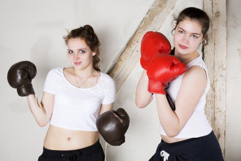 Duas meninas como pugilistas foto de stock royalty free