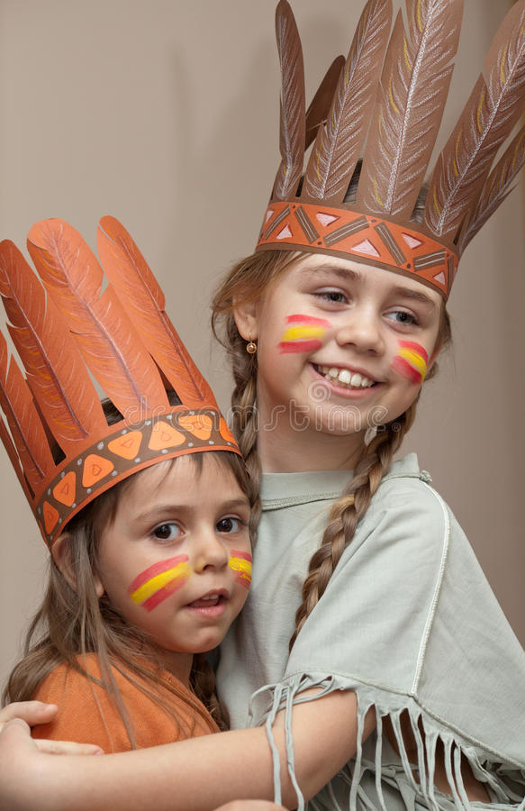 Duas meninas em vestidos do Indian imagem de stock royalty free