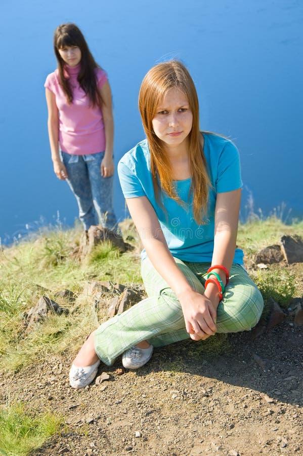 Duas meninas na rixa imagens de stock royalty free