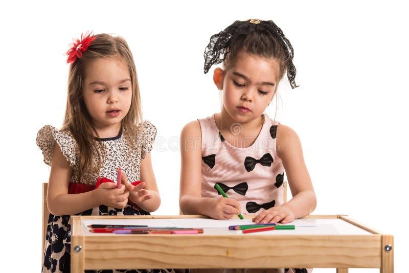 Duas meninas no jardim de infância fotografia de stock royalty free