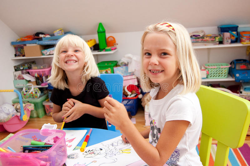 Duas meninas prées-escolar fotografia de stock royalty free