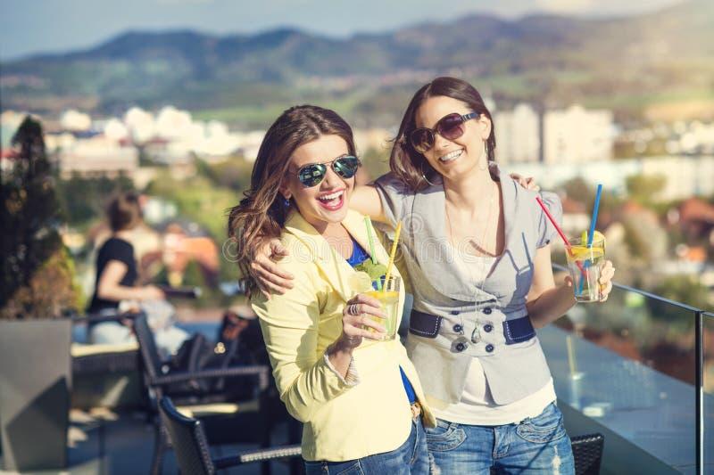 Duas mulheres bonitas fotos de stock royalty free