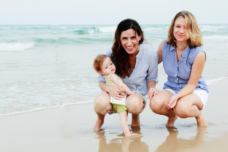 Duas mulheres bonitas com um bebê foto de stock royalty free