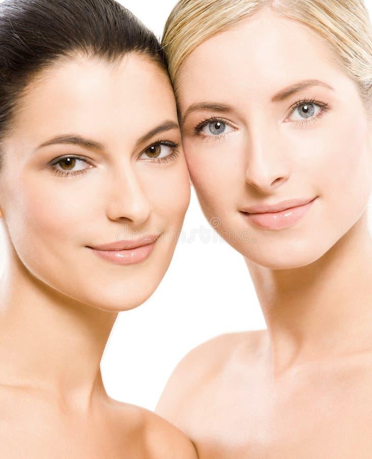 Duas mulheres bonitas novas foto de stock