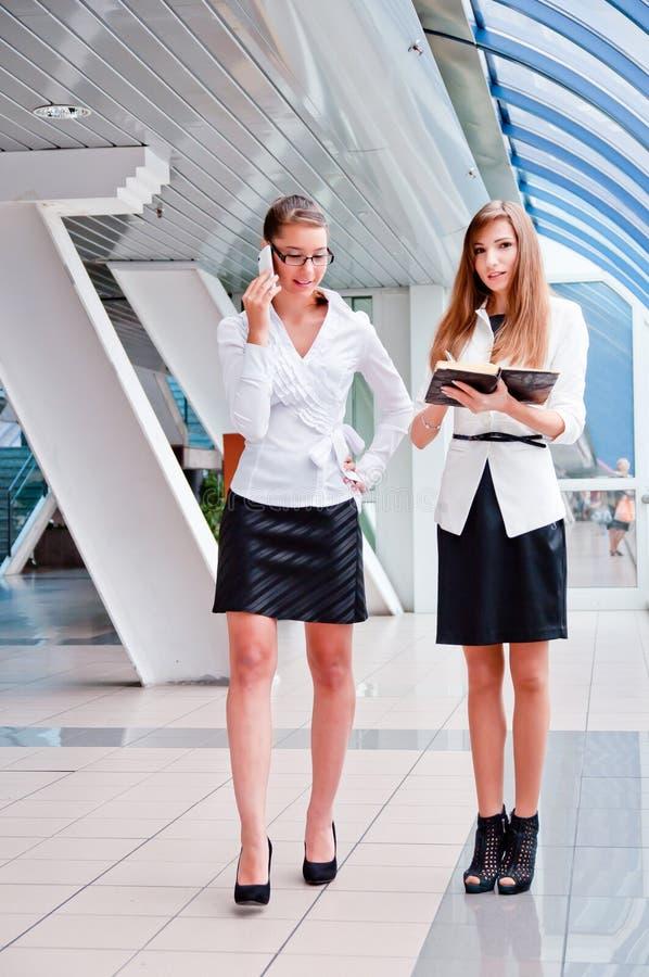 Duas mulheres de negócio foto de stock royalty free