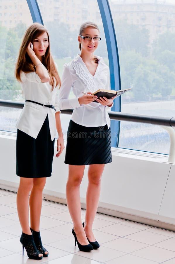 Duas mulheres de negócio fotografia de stock