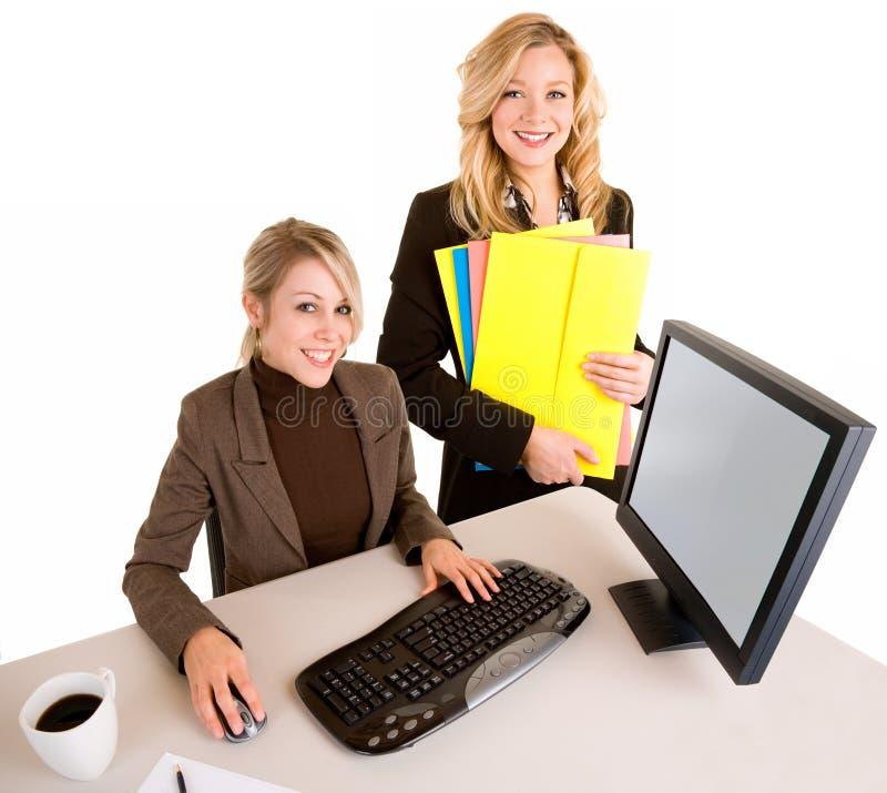 Duas mulheres de negócios de sorriso bonitas fotografia de stock