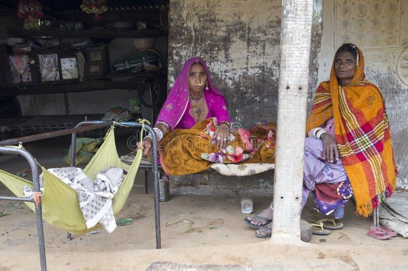 Duas mulheres mais idosas - Udaipur, Índia imagens de stock