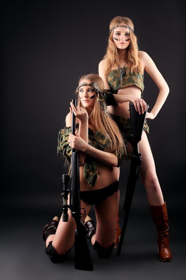 Duas mulheres militares fotografia de stock
