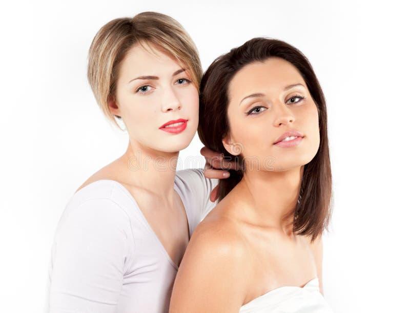 Duas mulheres novas bonitas atrativas fotografia de stock