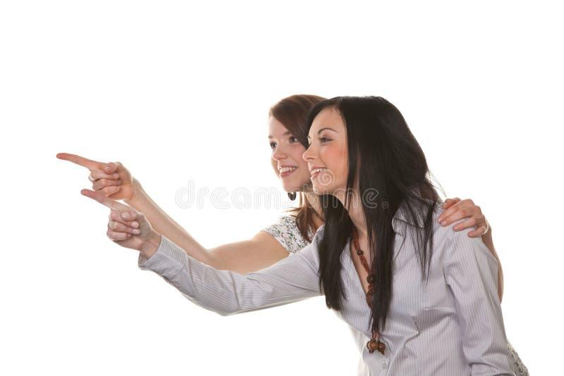 Duas mulheres novas estouraram no riso imagem de stock