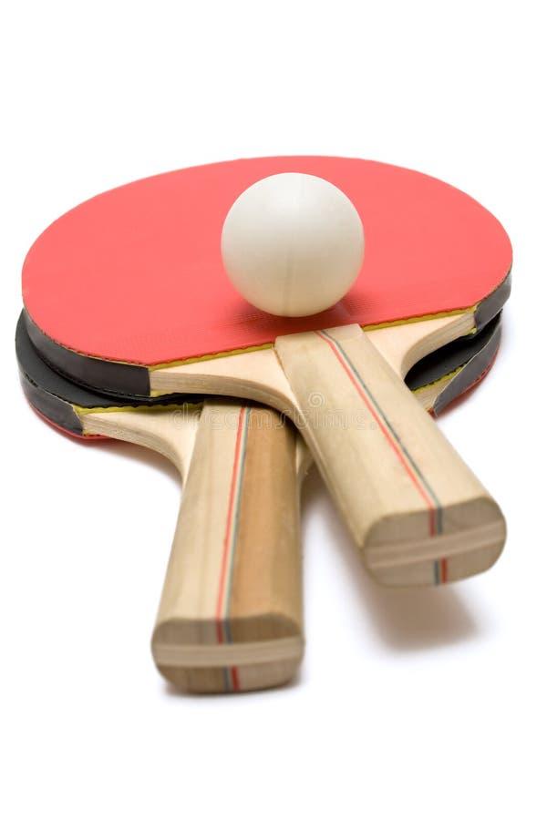 Duas pás de Pong do sibilo com esfera fotos de stock