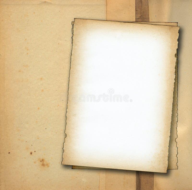 Duas partes de papel velho de encontro ao fundo sujo fotografia de stock