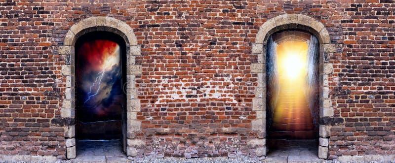 Duas portas ao céu e ao inferno foto de stock