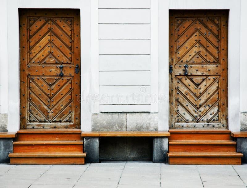 Duas portas de madeira velhas imagens de stock royalty free