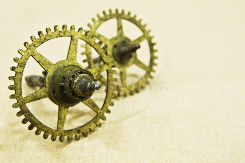 Duas rodas denteadas de bronze pequenas imagem de stock royalty free