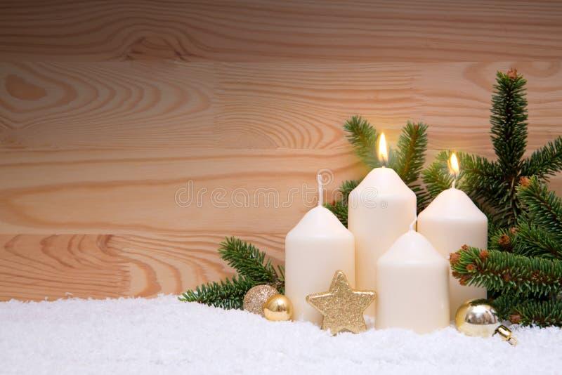 Duas velas ardentes brancas para o segundo advento imagens de stock