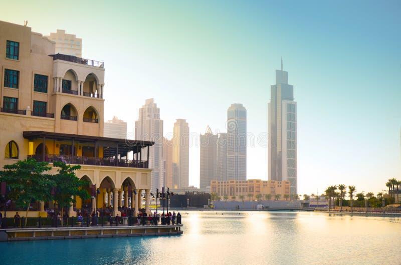 Dubaï du centre au coucher du soleil photo libre de droits