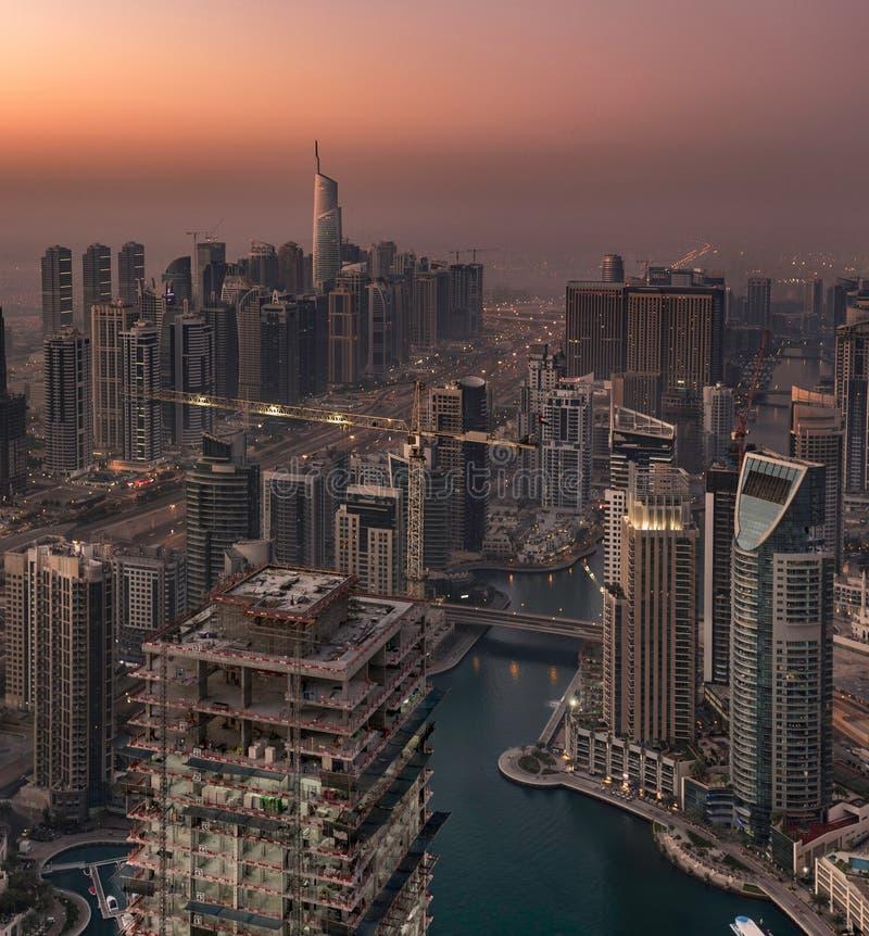 Dubaï Marina Towers dans le début de la matinée image libre de droits