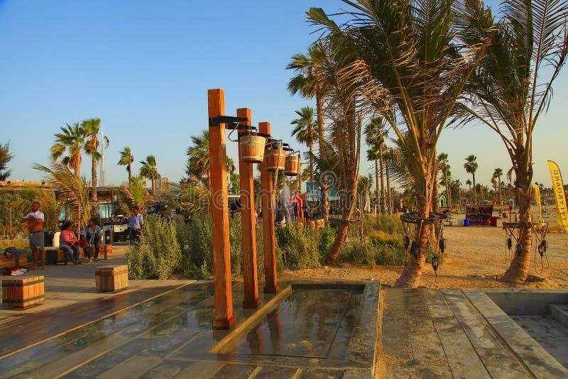 Duba?, EAU - 6 mai 2018 : La Mer au coucher du soleil C'est un nouveau secteur du front de mer avec des achats et des restaurants image stock