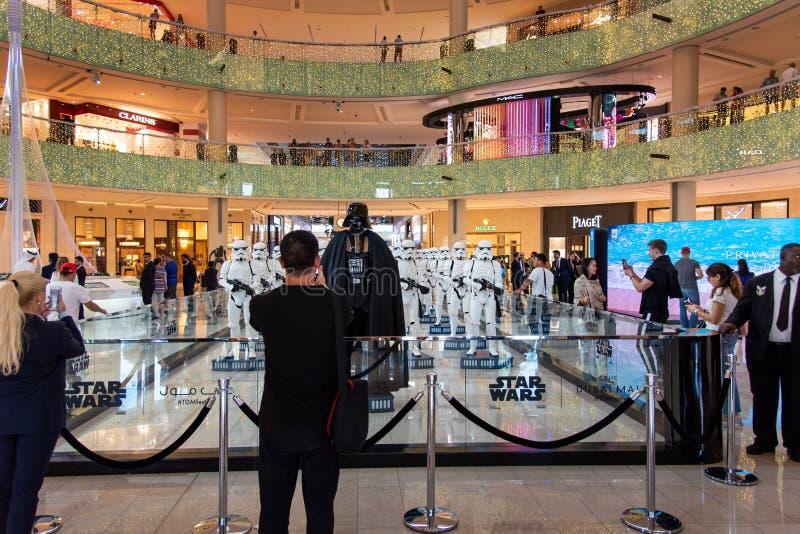 Dubai, Arabische Emirate - 11. Dezember 2018: Krieg der Sternes-Charaktere in Dubai-Mall stockfoto
