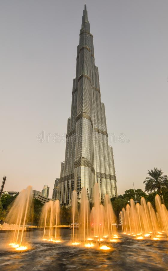 Dubai Burj Khalifa na noite fotos de stock