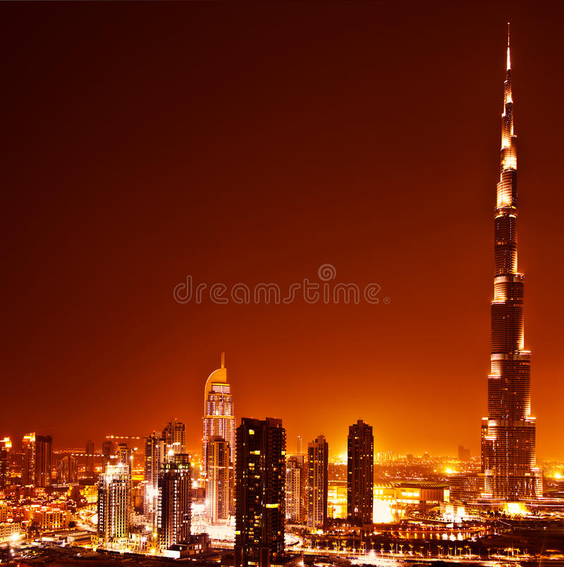 Dubai céntrico en puesta del sol foto de archivo