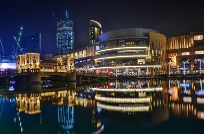 Dubai céntrico es un lugar popular para las compras fotografía de archivo libre de regalías