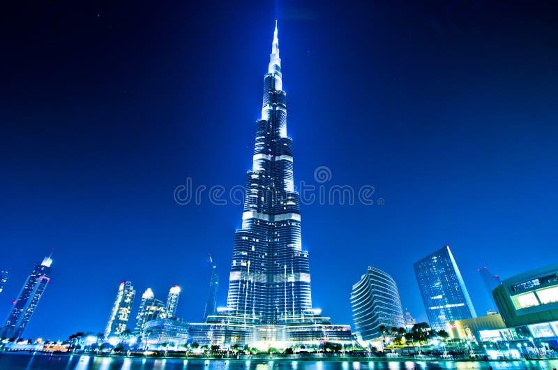 Dubai centrum och Burj Khalifa på natten royaltyfri foto