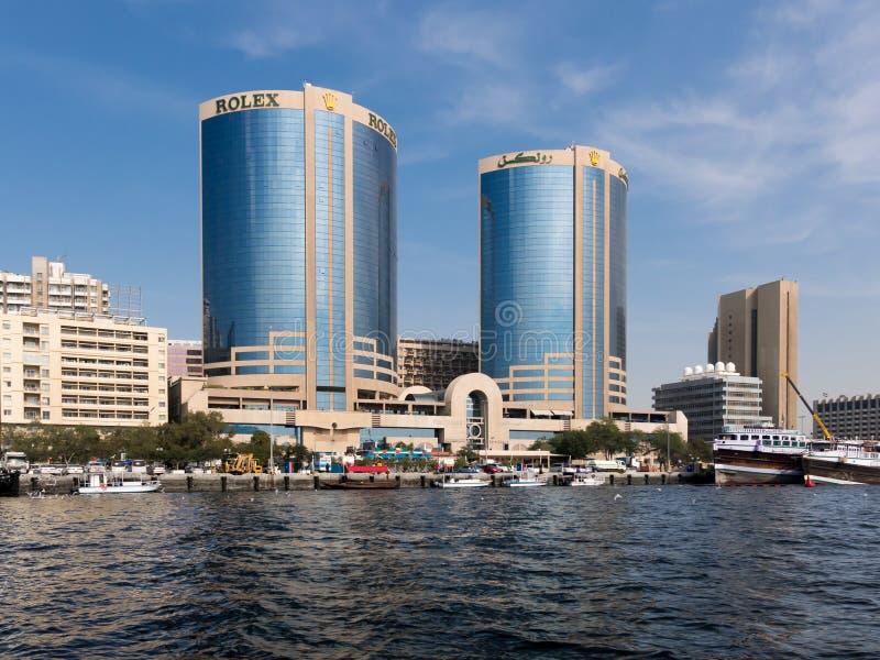 Dubai Creek com torres gêmeas de Deira imagem de stock