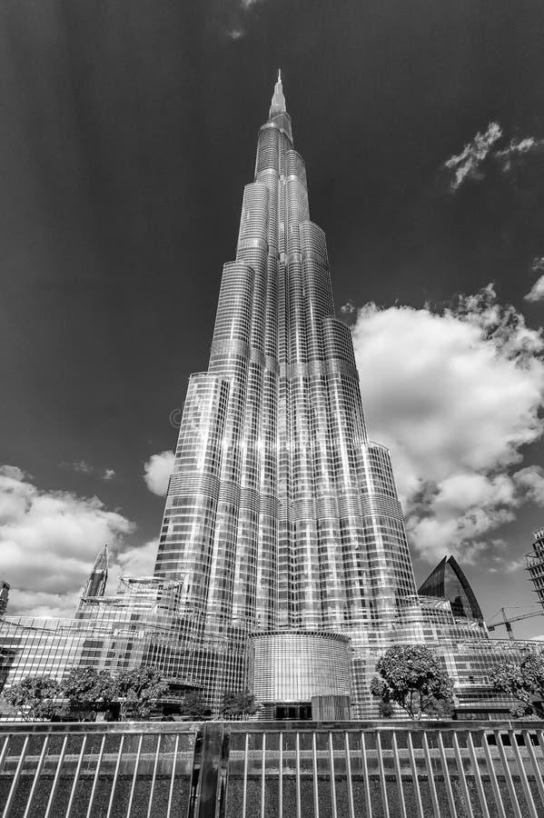 DUBAI - 22 DE NOVIEMBRE DE 2015: Vista blanco y negro de Burj Khalifa imagen de archivo libre de regalías