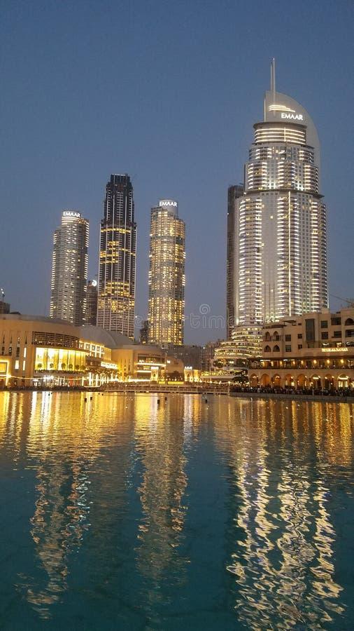 Dubai delante de Burj Khalifa imagen de archivo