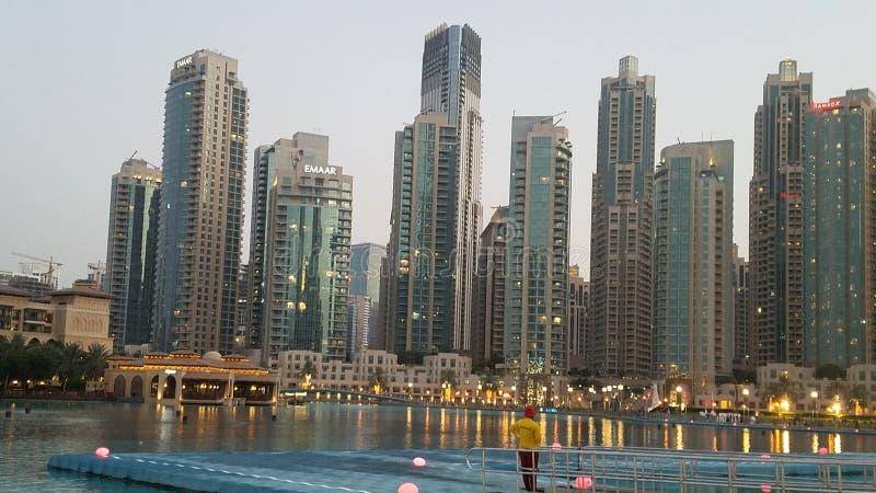 Dubai delante de Burj Khalifa imágenes de archivo libres de regalías