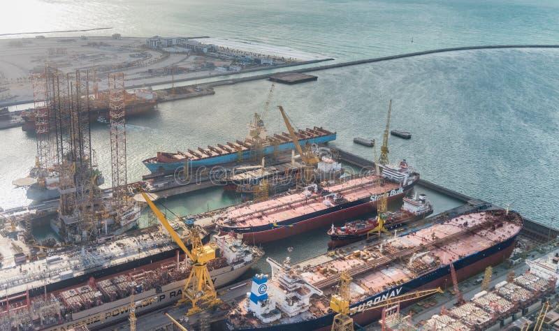 DUBAI - DEZEMBER 2016: Stadthafenvogelperspektive Jebel Ali ist das w stockfotos