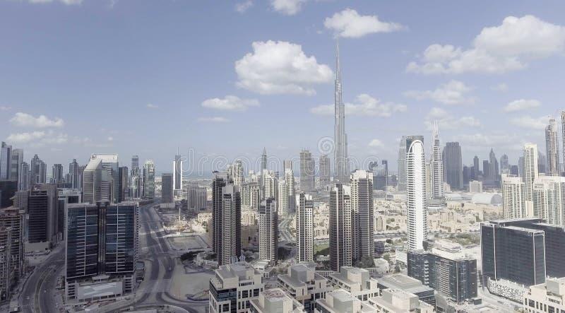 DUBAI - DEZEMBER 2016: Vogelperspektive von Stadtwolkenkratzern Dubai an stockbild
