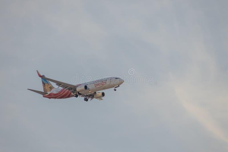 DUBAI, EAU, CIRCA 2020: Air India Express Airline com Red Fort/Gwalior Fort Livery Boeing 737 se aproximando de Dubai Internation fotos de stock royalty free