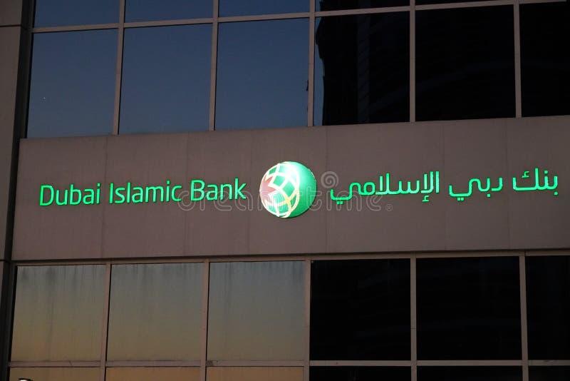 Dubai EAU dezembro de 2019 - Dubai Islamic Bank (Banco Islâmico do Dubai) - um dos principais bancos do Médio Oriente a criar o l imagem de stock