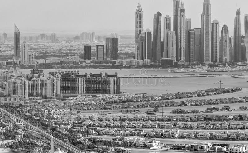 DUBAI - EM NOVEMBRO DE 2016: Opinião aérea da cidade do helicóptero Dubai mim imagens de stock royalty free