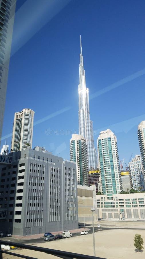 Dubai Emaar byggnader beklär av det Burj Khalifaa tornet arkivfoto