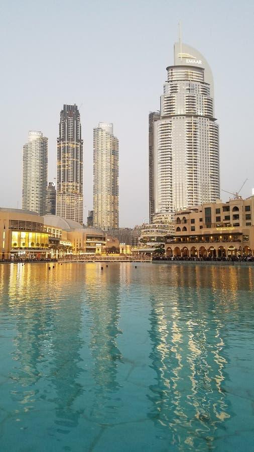 Dubai Emaar framdel av det Burj Khalifaa tornet royaltyfria foton