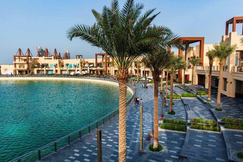 Dubai, Emiratos Árabes Unidos - 25 de janeiro de 2019: Destino do jantar e do entretenimento da margem de Pointe na palma Jumeira fotografia de stock