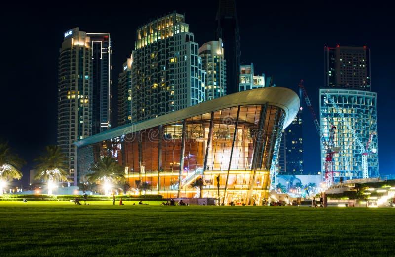 Dubai, Emiratos Árabes Unidos - 18 de maio de 2018: Construção da ópera de Dubai imagem de stock